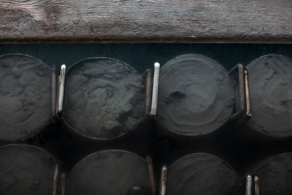 Piestany modder in rijpingsbassin met thermaalwater