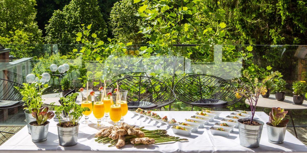 Het buitenterras van het dieetrestaurant van het Sloveense spa resort Terme Smarjeske Toplice.