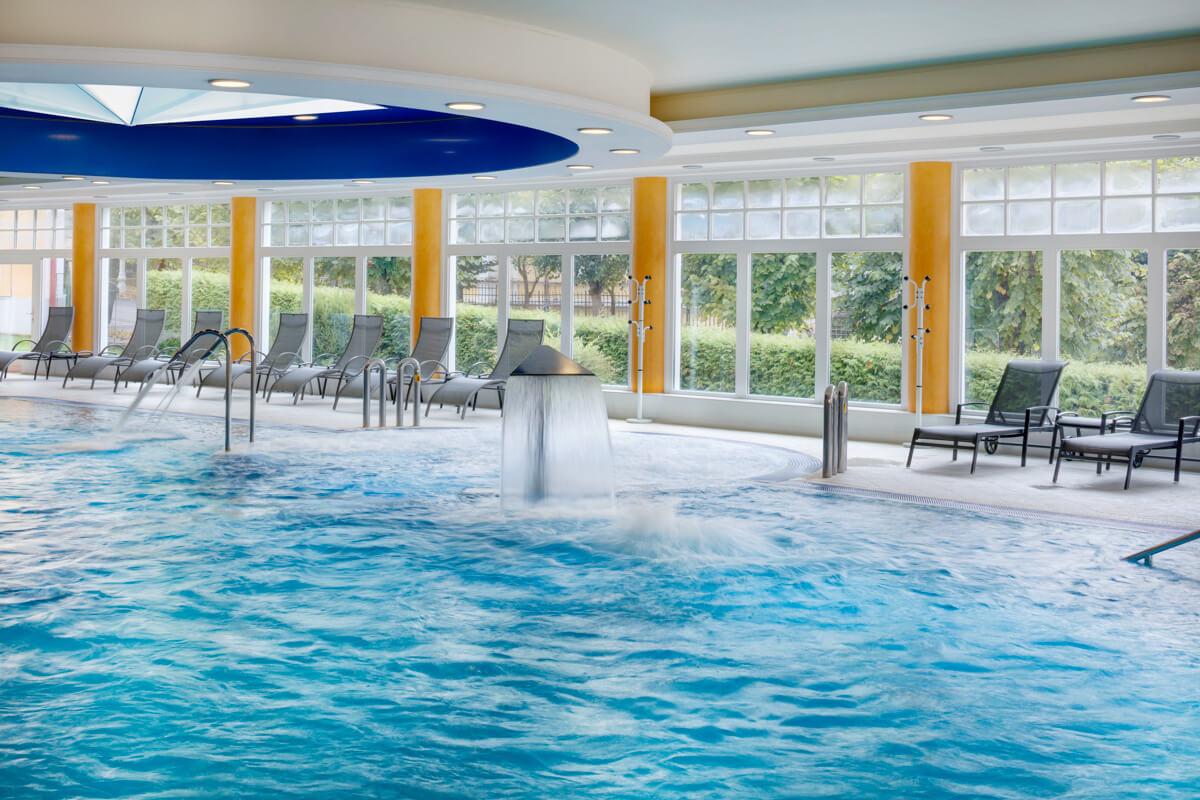 Binnenbad Hvezda Health Spa Resort in het Tsjechische Marianske Lazne.