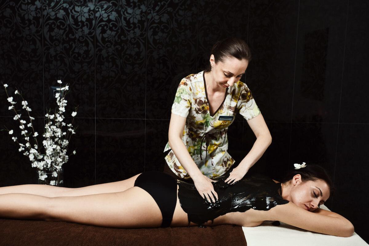 Massage met Techirghiol modder in Mirage MedSpa