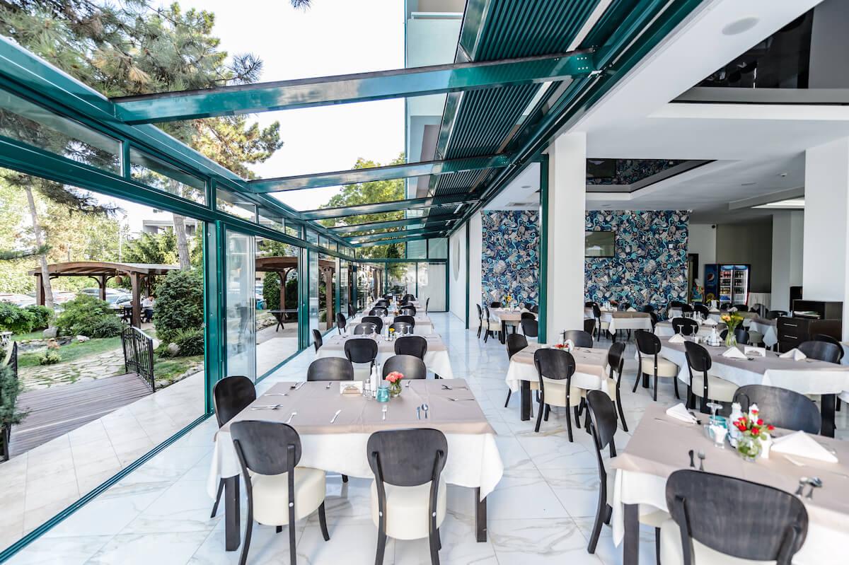 buitenterras restaurant Mirage MedSpa Resort