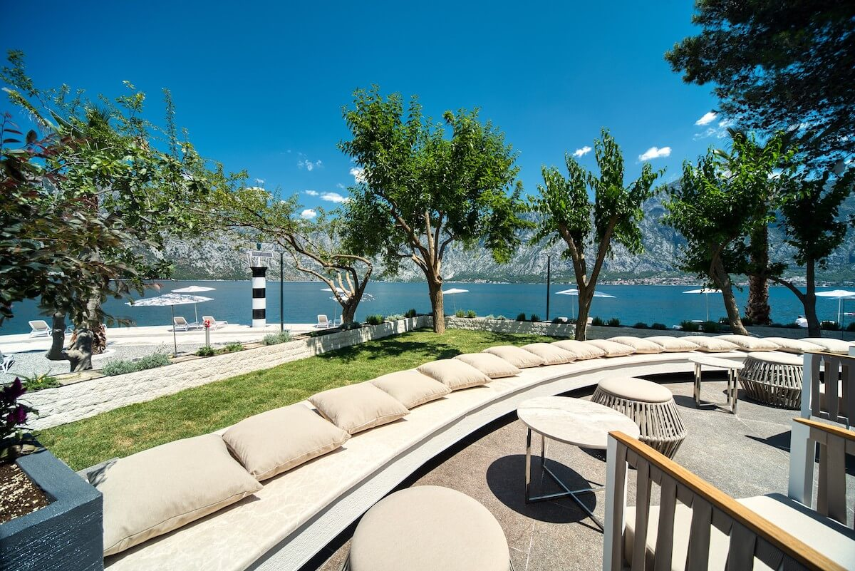 Buitenterras Blue Kotor Bay Spa Resort