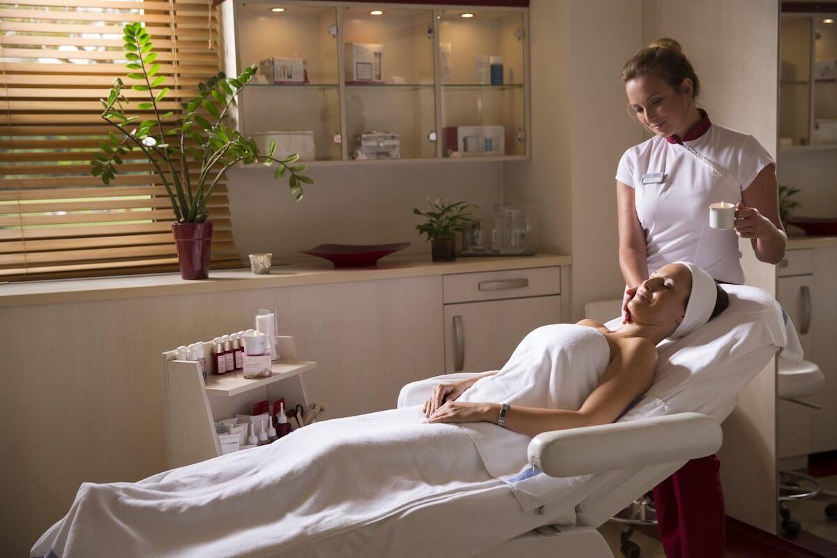 Beauty behandeling in kuuroord Margitsziget Health Spa Resort in Boedapest.