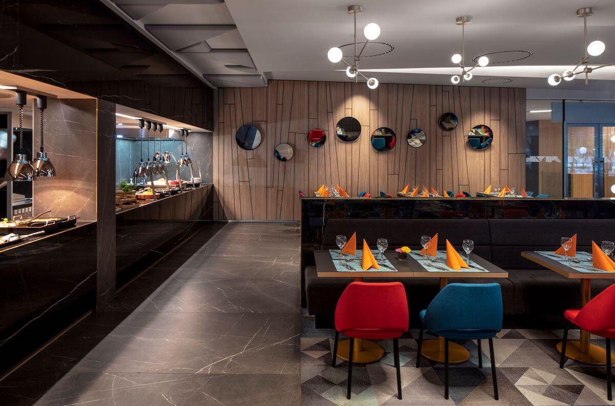 Buffetrestaurant van Thermal Hotel, Margitsziget Health Spa Resort in Boedapest.