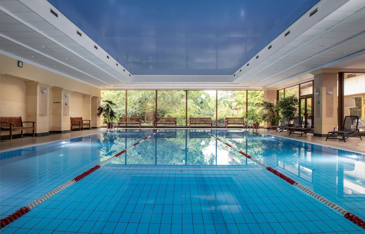 Zwembad in Margitsziget Health Spa Resort in Boedapest