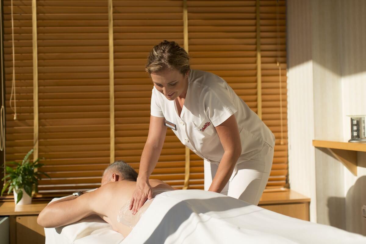 Massage in kuuroord Margitsziget Health Spa Resort in Boedapest.