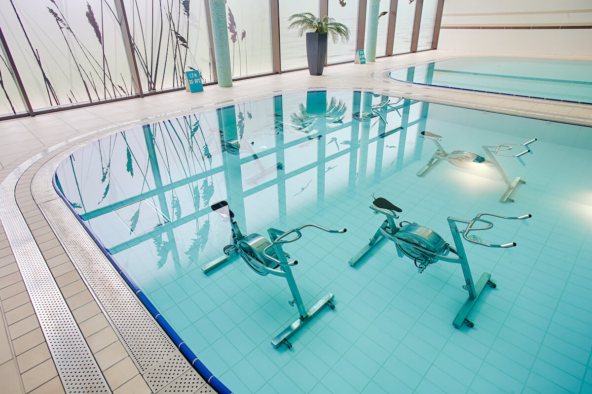 Aqua cycling in Balnea Health Spa: kuurkliniek van Esplanade Health Spa Resort en Splendid Health Spa Resort