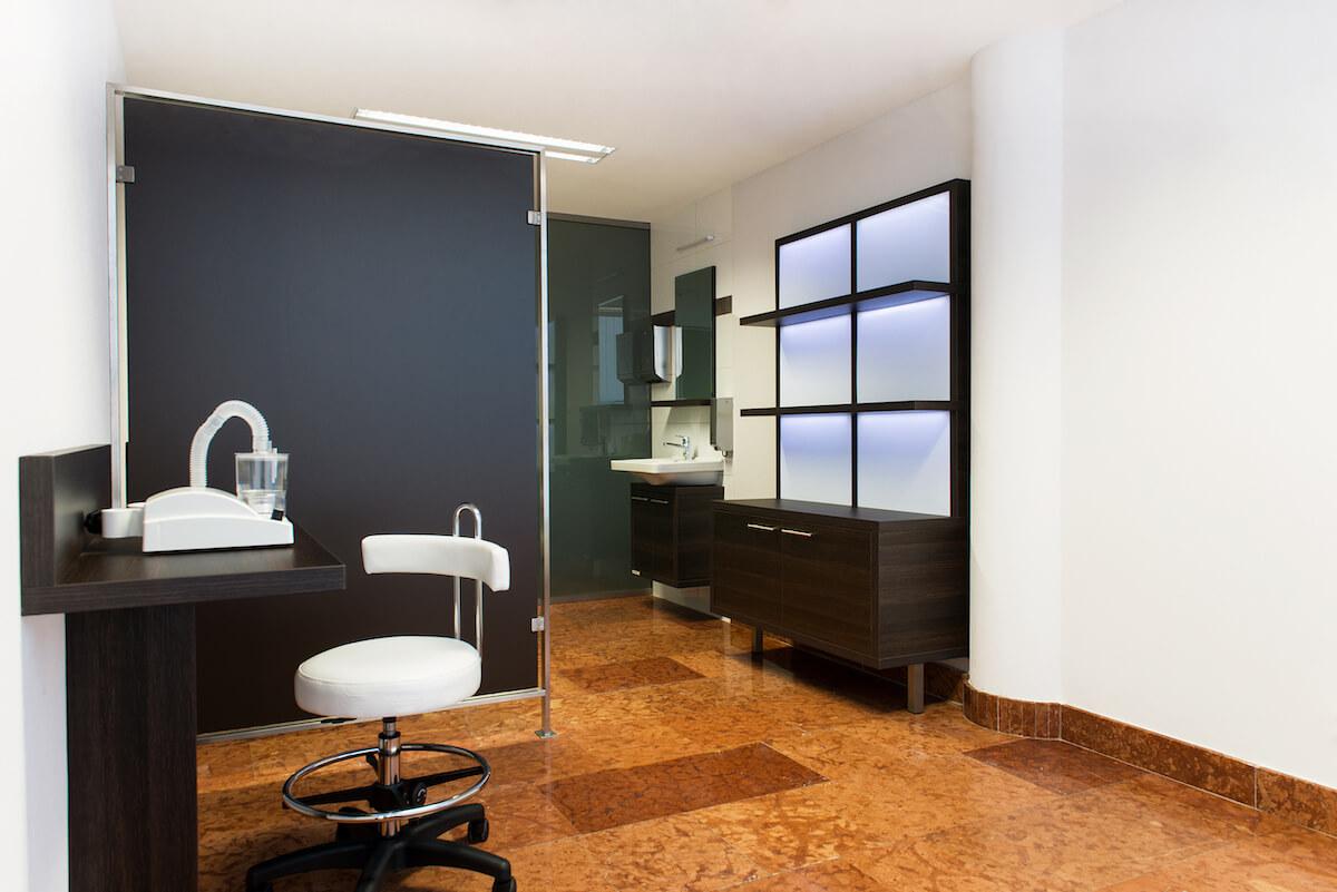 Inhalatie kamer in Balnea Health Spa: kuurkliniek van Esplanade Health Spa Resort en Splendid Health Spa Resort