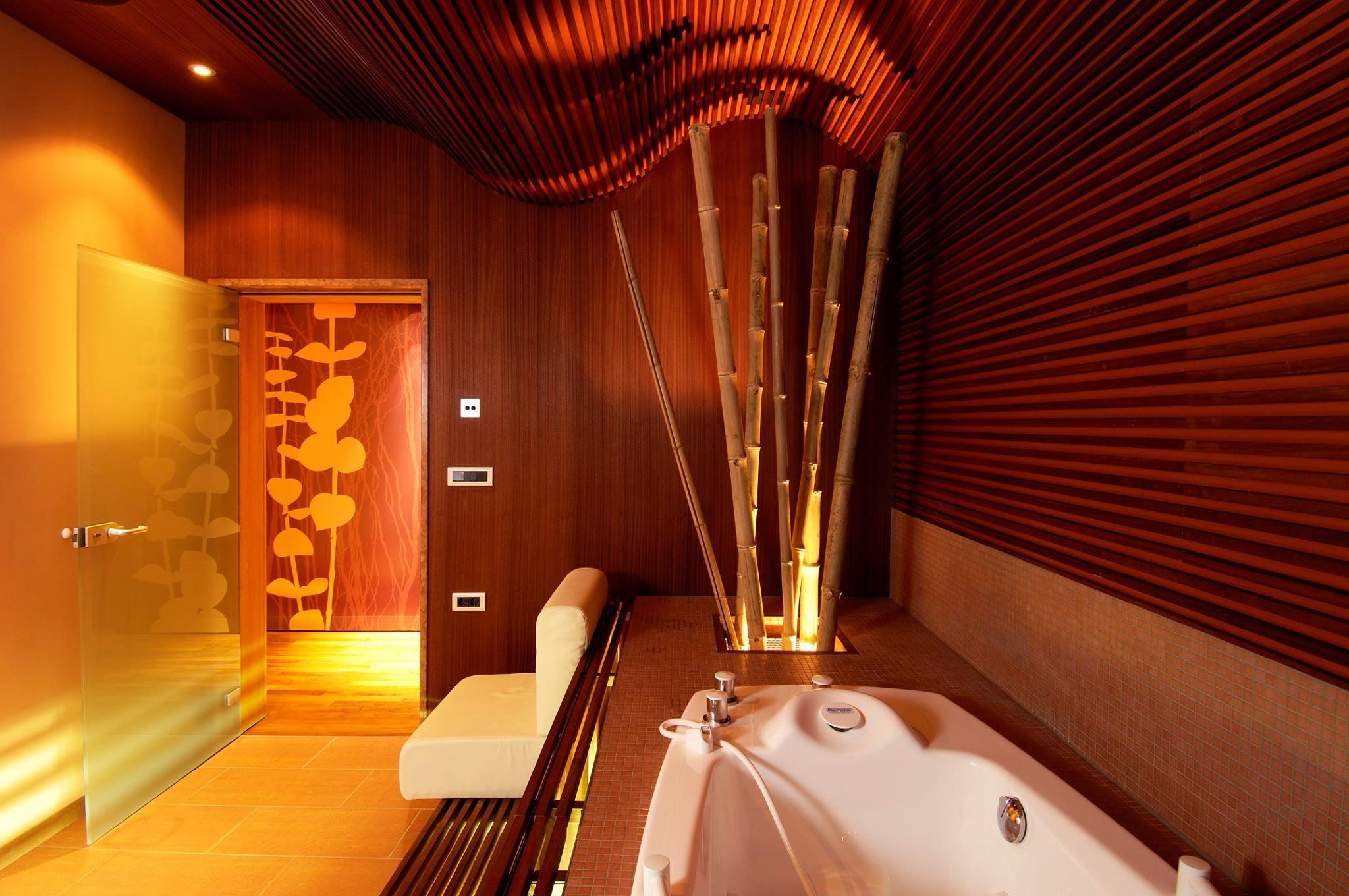 Hydrotherapie bad in het Sloveense spa resort Terme Smarjeske Toplice.