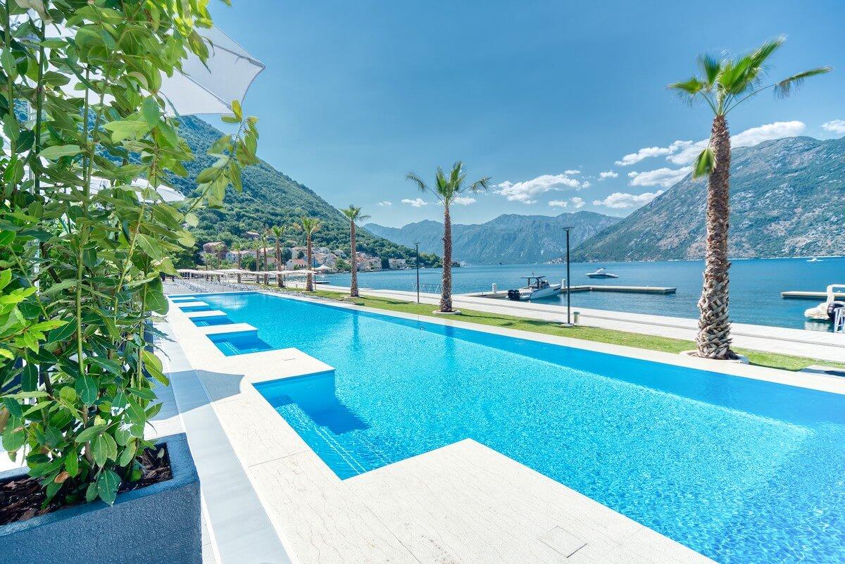 privé buitenbad voor deluxe kamers Blue Kotor Bay Spa Resort