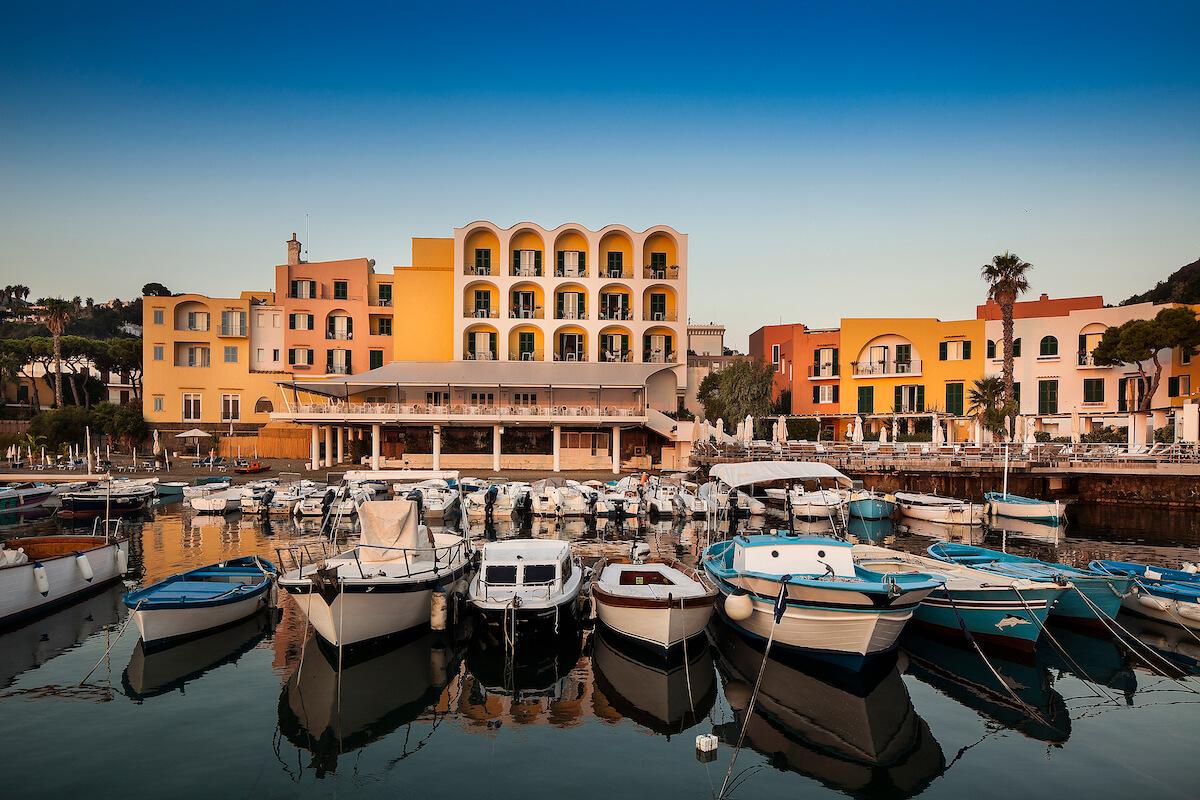 Regina Isabella Spa Resort: gezondheidsvakanties op het thermale Ischia eiland in de baai van Napels.