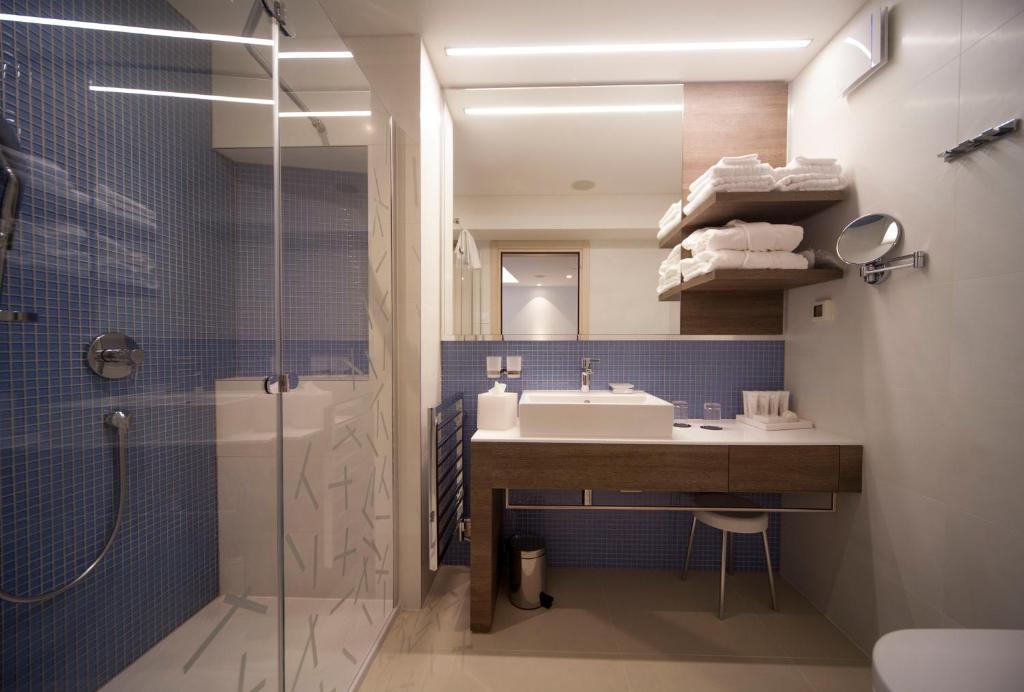 Badkamer met ligbad Bellevue Spa Resort
