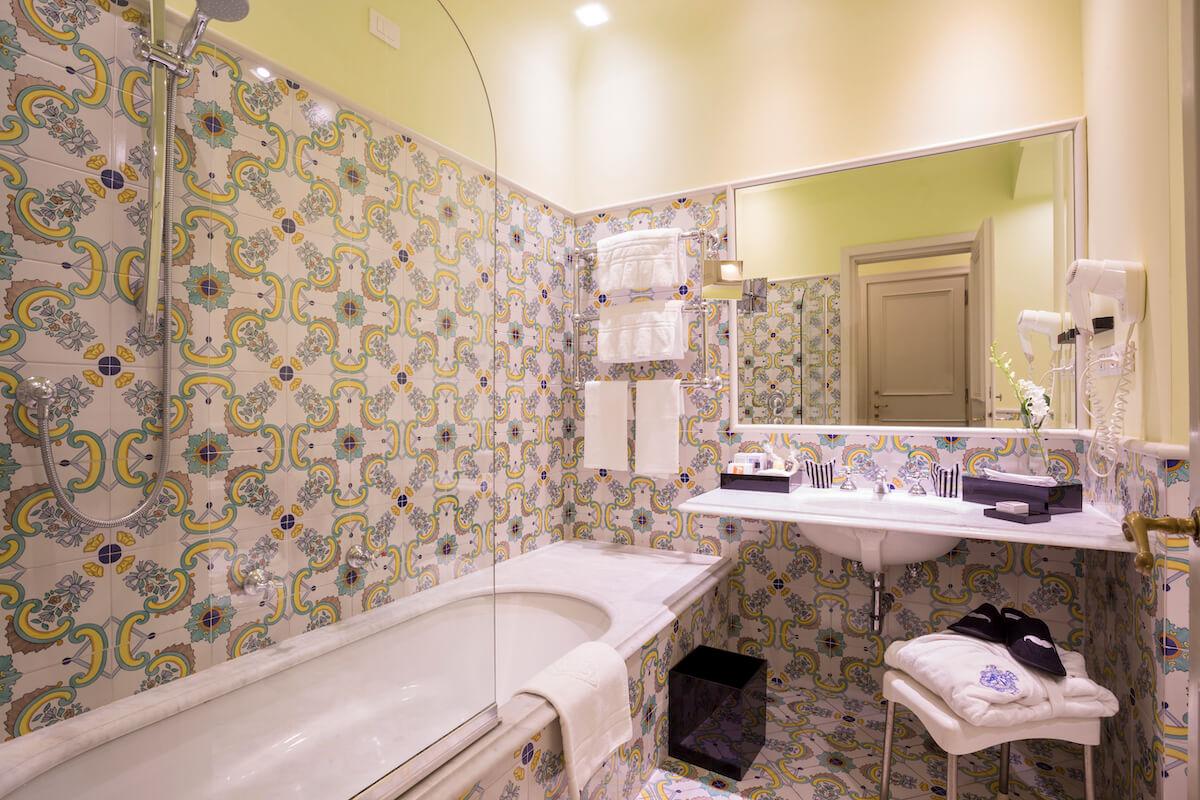 badkamer in 2-persoonskamer met tuinzicht Regina Isabella Spa Resort