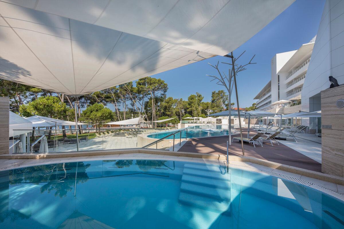 Infinity pool Hotel Bellevue