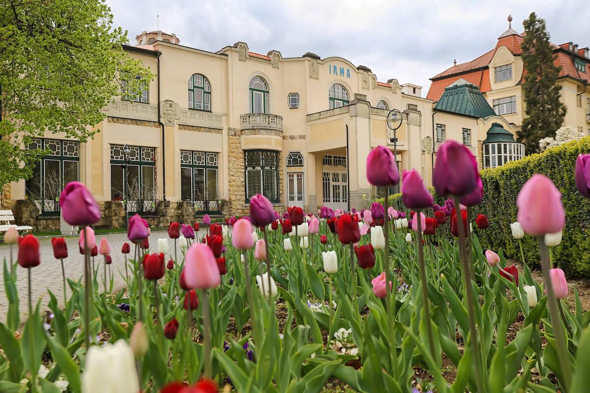 de uit 1912 stammende Irma Health Spa, onderdeel van Thermia Palace Health Resort, in het Slowaakse kuuroord Piestany