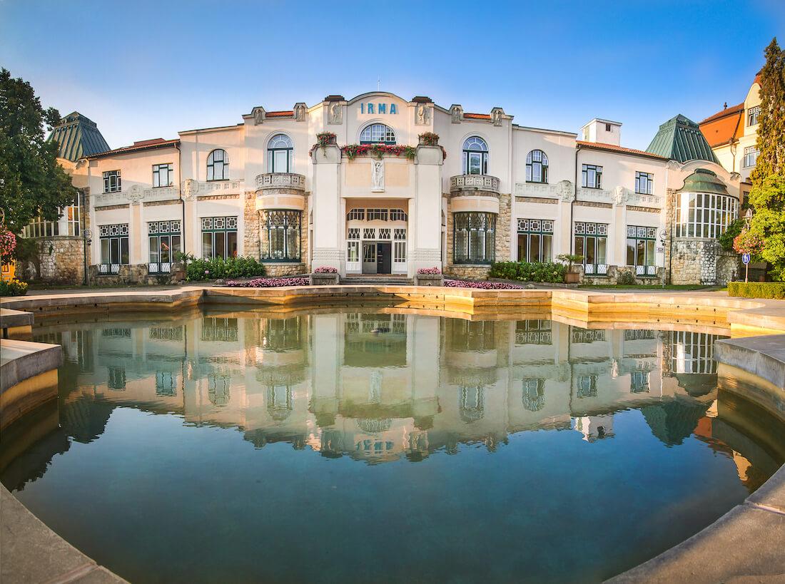 Het schitterende art nouveau Irma Health Spa dat onderdeel is van het 5* Thermia Palace Health Spa Resort