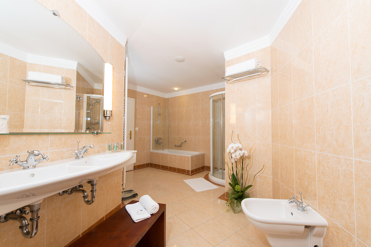 Badkamer suite Thermia Palace Health Spa Resort
