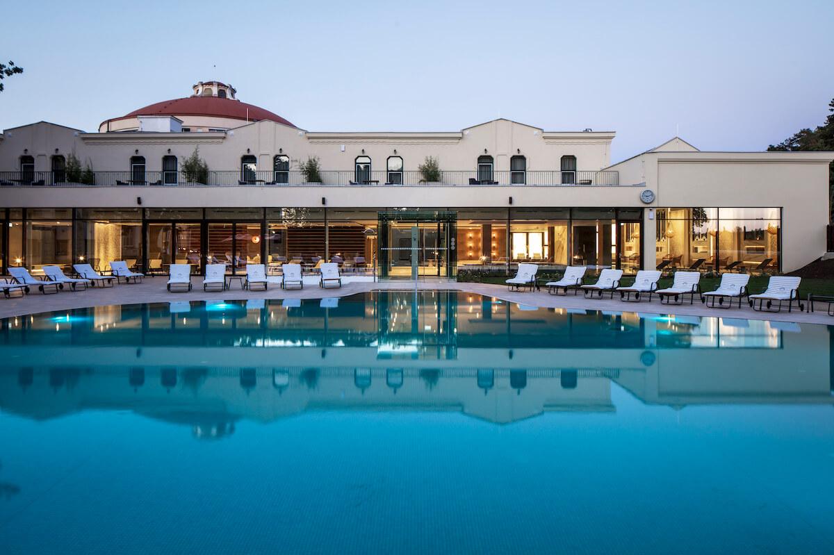 thermaal buitenbad van Thermia Palace Health Spa Hotel