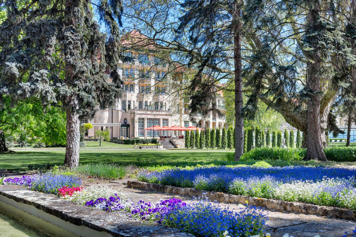 Uitzicht vanuit de tuin op het 5* Thermia Palace Health Spa Resort in het Slowaakse kuuroord Piestany