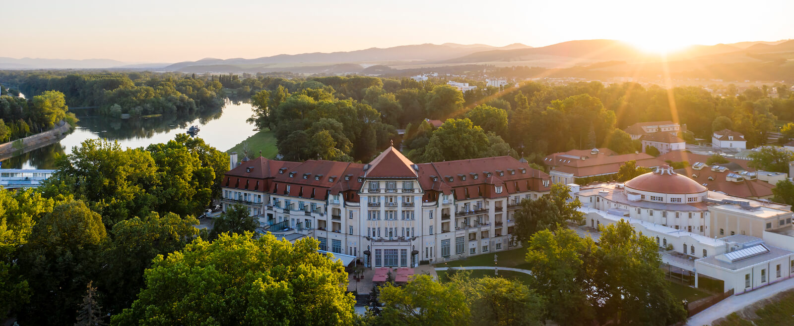 Gezondheidsvakanties naar het luxe 5* resort Thermia Palace Health Spa Resort in het Slowaakse kuuroord Piestany